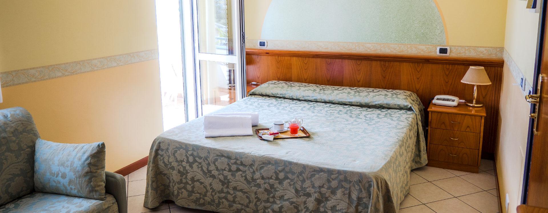 camera hotel roma sul mare